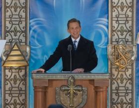 El Sr.David Miscavige, Presidente de la Junta de Religious Technology Center y líder eclesiástico de la religión de Scientology, inauguró la nueva Iglesia de Scientology de Québec.