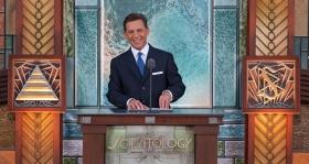 El Sr.David Miscavige, líder eclesiástico de la religión de Scientology y Presidente de la Junta de Religious Technology Center, presidió la ceremonia de inauguración de la nueva Iglesia de Scientology de Pasadena.