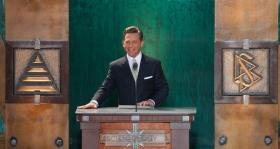 El Sr.David Miscavige, líder eclesiástico de la religión de Scientology y Presidente de la Junta de Religious Technology Center, presidió la ceremonia de inauguración de la nueva Iglesia de Scientology del Estado de Washington.