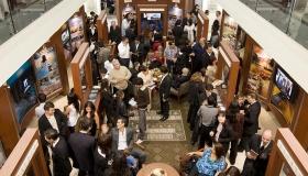 En el nuevo Centro de información pública de la Organización Ideal, miles de personas aprenden acerca de las creencias y prácticas de la religión de Scientology, la vida del fundador, L.Ronald Hubbard, y los muchos programas de mejoramiento social e integración de la comunidad patrocinados por Scientology.