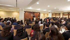 La capilla de la nueva Organización de Scientology proporciona a feligreses e invitados servicios dominicales, bodas, bautizos y otras reuniones de la congregación.