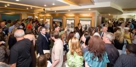 Tanto scientologists como invitados visitaron el Centro de información al público de la nueva Iglesia, incluyendo los paneles interactivos presentando e ilustrando las creencias de Scientology y la vida de su fundador, L.Ronald Hubbard.