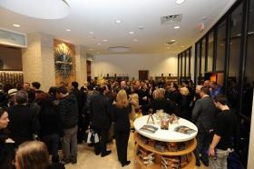 Después del corte de la cinta en el edificio completamente renovado ubicado en el número 2761 de Emerson Avenue, los scientologists e invitados dieron un recorrido por la nueva Iglesia de Scientology y Centro de Celebridades de LasVegas.
