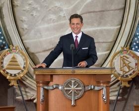 El Sr.David Miscavige, Presidente de la Junta y Líder eclesiástico de la religión de Scientology, ofició en este día, la inauguración de una nueva Iglesia en la capital de la nación.