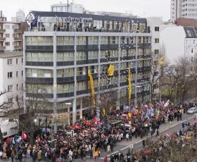El 13 de enero de 2007, miles de scientologists e invitados de las Naciones Unidas, la Embajada de Estados Unidos y las organizaciones europeas de prensa, asistieron a la celebración trascendental de la gran inauguración de la Iglesia de Scientology de Berlín.