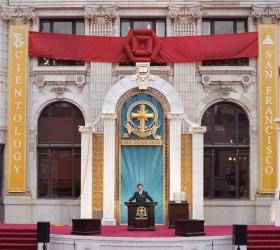 El Sr.Miscavige inauguró el monumento restaurado del Edificio Transamérica, en el corazón de la ciudad de SanFrancisco, para una nueva era de actividad espiritual.